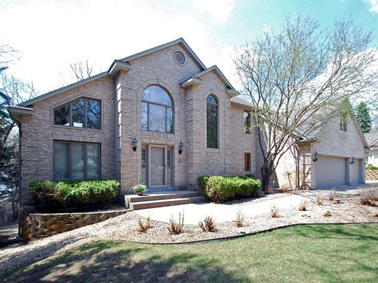 684 Sunset Ct, Shoreview, MN 55126