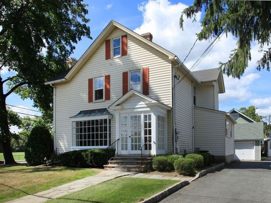 22 Peapack Rd, Far Hills, NJ 07931