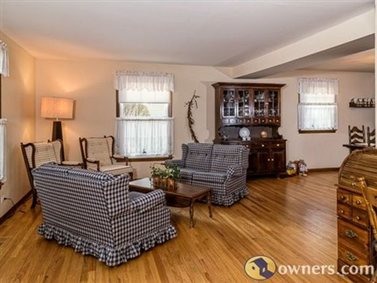 1775 Brentwood Ln, Wheaton, IL 60189