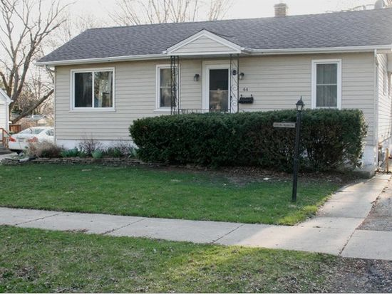 44 Roslyn Rd, Westmont, IL 60559