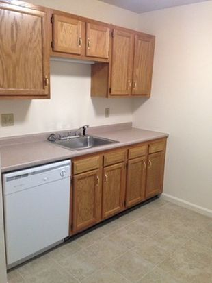 499 Silver St APT 204, Manchester, NH 03103