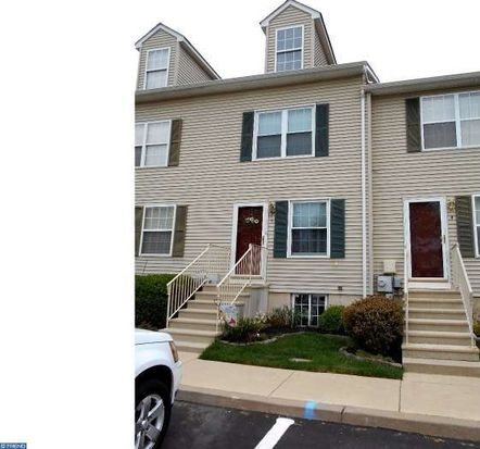 5 Carriage Knoll Ct, Langhorne, PA 19047
