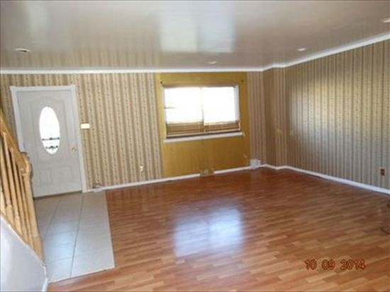 5209 Leeward Rd, Bensalem, PA 19020