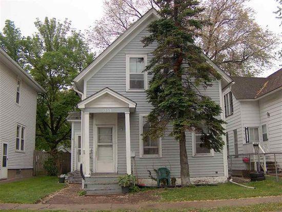1553 W 17th St, Davenport, IA 52804