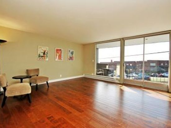 500 W Olympic Pl APT 205, Seattle, WA 98119