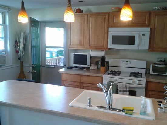 28 Salem St APT 1, Reading, MA 01867