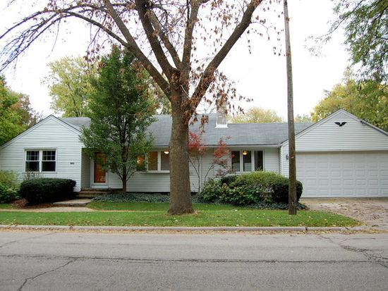 138 N Lincoln St, Westmont, IL 60559