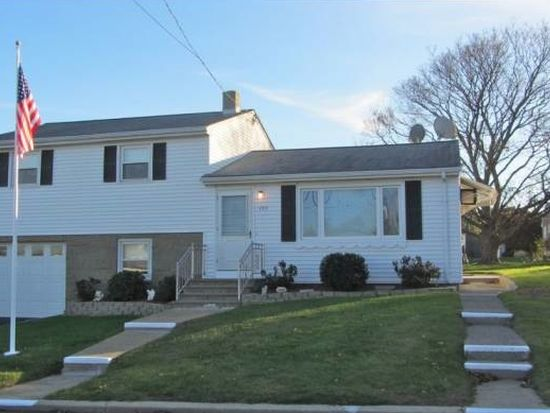 153 Beardsworth Rd, Tiverton, RI 02878