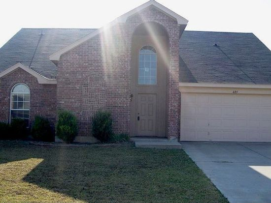 605 Creekview Dr, Burleson, TX 76028