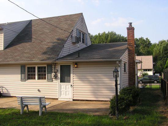 41 Misty Pine Rd, Levittown, PA 19056