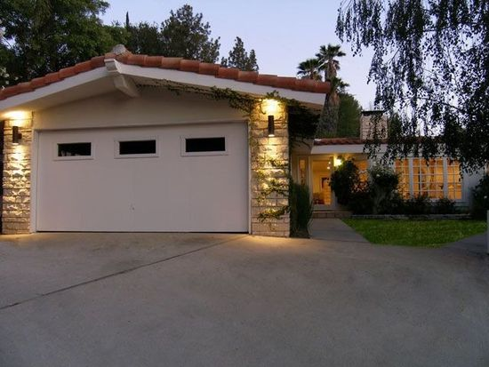 4831 Rosa Rd, Woodland Hills, CA 91364