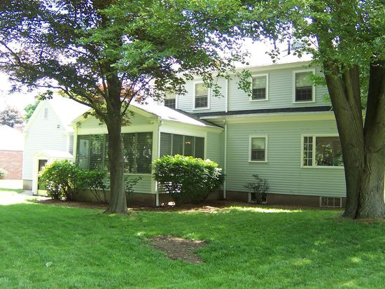 7 Witham St, Lynnfield, MA 01940