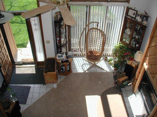 6 Oak Leaf Ct, Woodridge, IL 60517