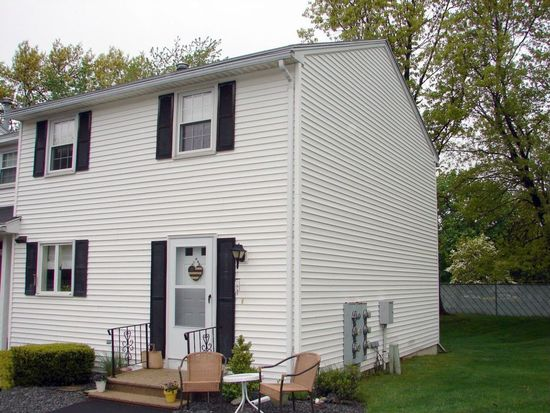 25 Oak St APT A, Methuen, MA 01844