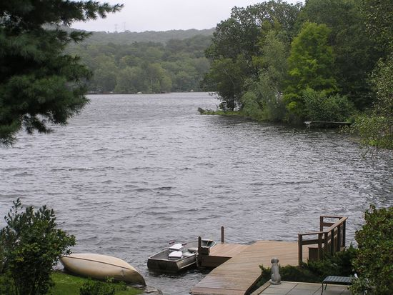 178 Lake Shore Rd, Putnam Valley, NY 10579
