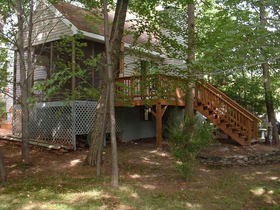 106 Sioux Dr, Milford, PA 18337