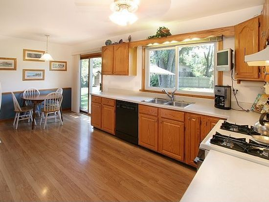 924 Darlington Ln, Crystal Lake, IL 60014