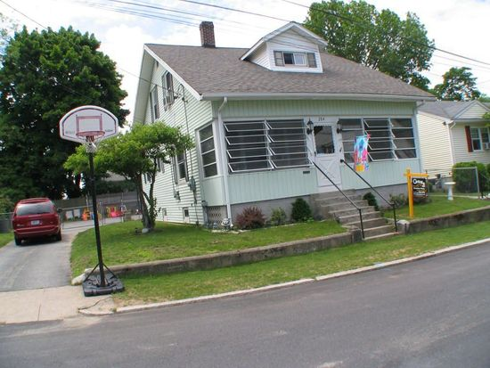 284 Oakdale Ave, Pawtucket, RI 02860