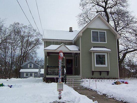 51 S Walkup Ave, Crystal Lake, IL 60014