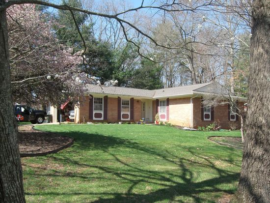 71 Botany Dr, Asheville, NC 28805