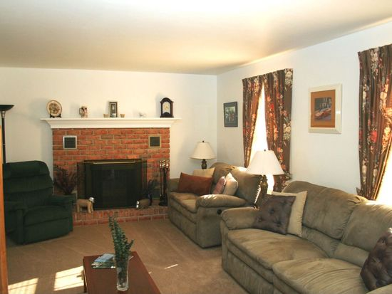 103 Old Airport Rd, Douglassville, PA 19518