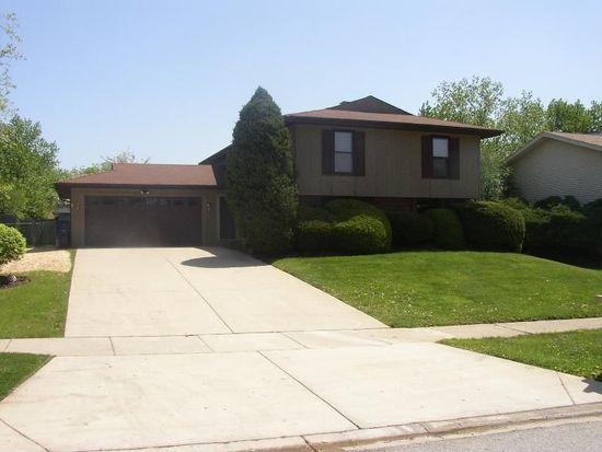 183 Lockwood Ln, Bloomingdale, IL 60108