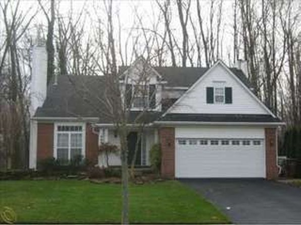 4 bed 3 bath Single Family at 4450 Commerce Woods Dr Commerce Township, MI, 48382 is for sale at 279k - 1 of 18