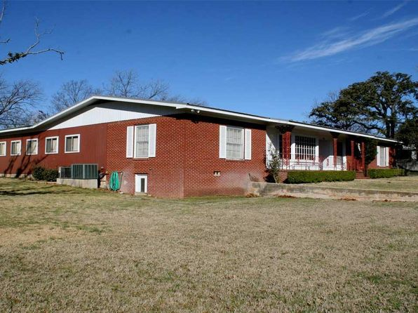4 bed 2 bath Single Family at 204 S Arnold St Lampasas, TX, 76550 is for sale at 225k - 1 of 19