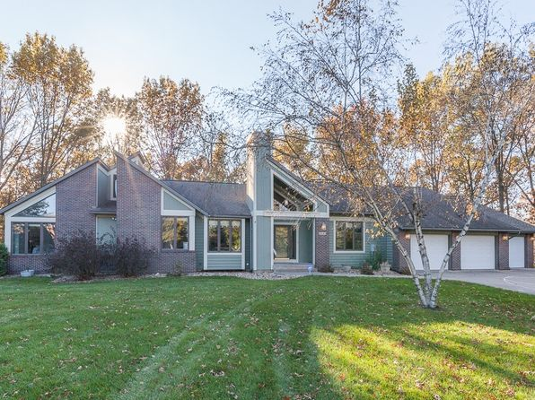 5 bed 3 bath Single Family at 2840 Hunt Trl Cedar Rapids, IA, 52411 is for sale at 390k - 1 of 49