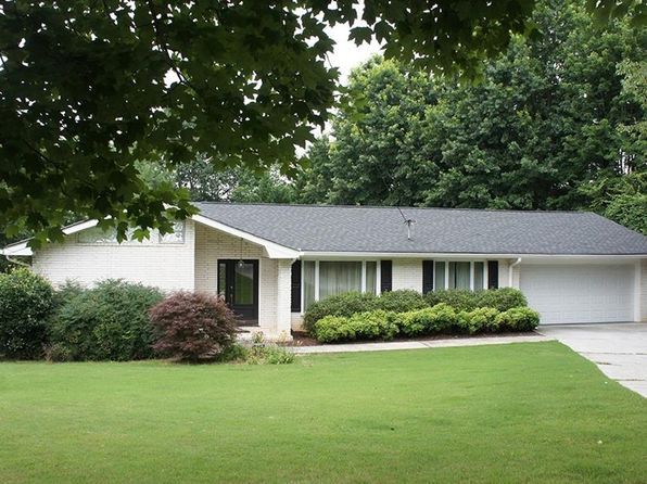 3 bed 2 bath Single Family at 2936 Fontainebleau Dr Dunwoody, GA, 30360 is for sale at 380k - 1 of 39
