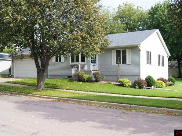 3 bed 3 bath Single Family at 526 N Garden St New Ulm, MN, 56073 is for sale at 200k - 1 of 10