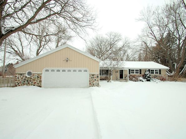 4 bed 2 bath Single Family at 11211 N MEADOWBROOK DR MEQUON, WI, 53097 is for sale at 325k - 1 of 23