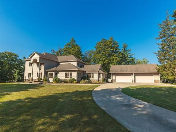3 bed 2.5 bath Single Family at 9200 S SAGINAW RD GRAND BLANC, MI, 48439 is for sale at 430k - 1 of 53