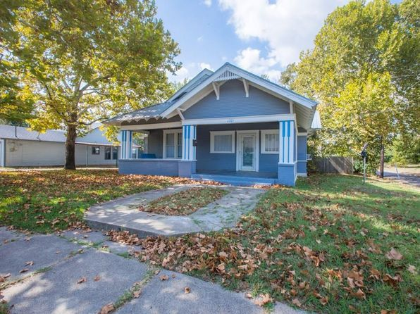 3 bed 2 bath Single Family at 1301 Bois D Arc St Commerce, TX, 75428 is for sale at 95k - 1 of 25