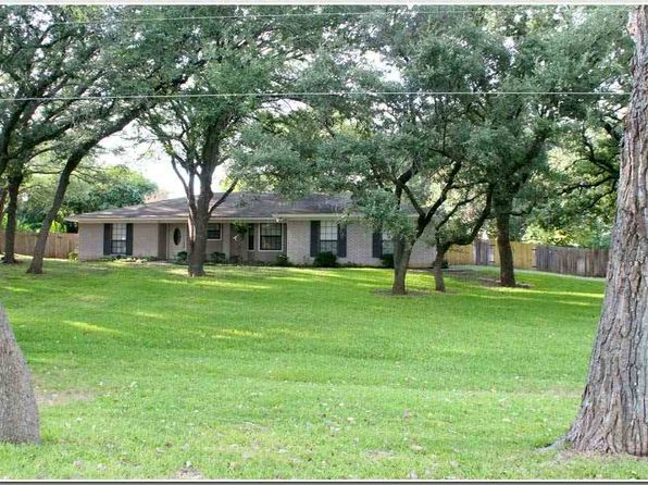 3 bed 2 bath Single Family at 17 Caprice Ln Lampasas, TX, 76550 is for sale at 180k - 1 of 25