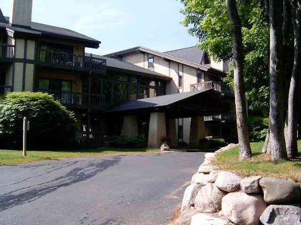1 bed 2 bath Condo at 5620 HIGHLANDS DR HARBOR SPRINGS, MI, 49740 is for sale at 165k - 1 of 16
