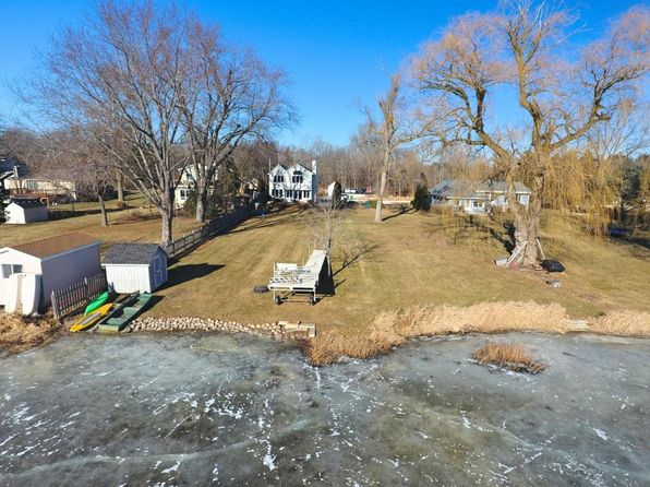 4 bed 2 bath Single Family at 3517 N SHORE DR HUBERTUS, WI, 53033 is for sale at 525k - 1 of 23