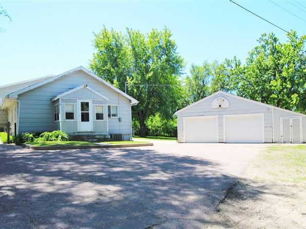 3 bed 1 bath Single Family at 1315 E Russell St Sioux Falls, SD, 57103 is for sale at 135k - 1 of 28