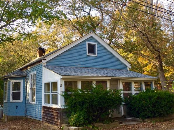 3 bed 1 bath Single Family at 6 MUNROE AVE OAK BLUFFS, MA, 02557 is for sale at 365k - 1 of 11