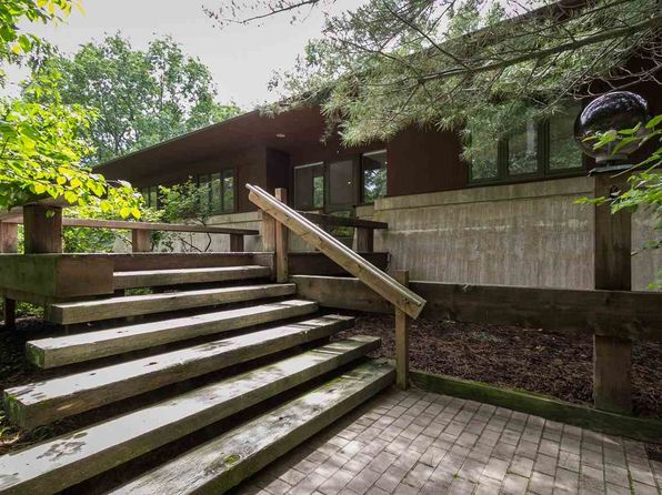 2 bed 3 bath Single Family at 6576 S Lake Shore Dr Harbor Springs, MI, 49740 is for sale at 860k - 1 of 16