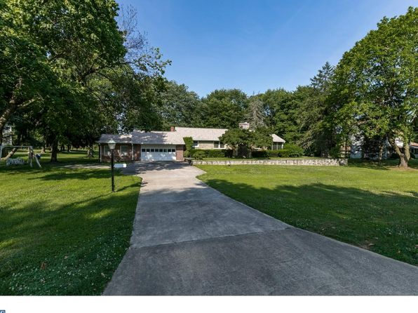 3 bed 2 bath Single Family at 1550 Colonial Dr Garnet Valley, PA, 19060 is for sale at 298k - 1 of 17