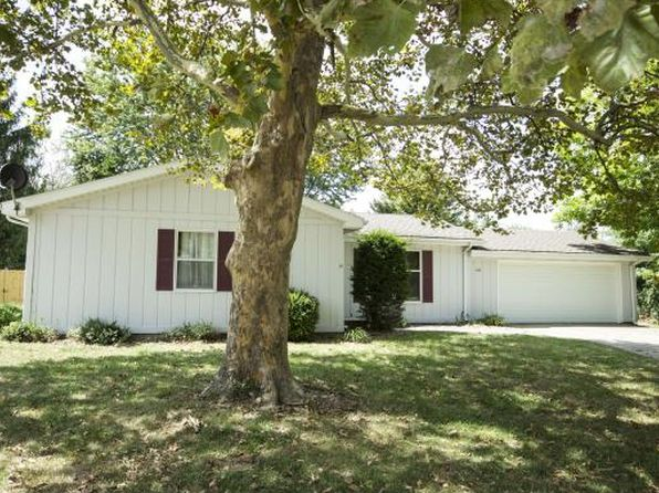 3 bed 2 bath Single Family at 720 Sunset Pl Charleston, IL, 61920 is for sale at 110k - 1 of 22