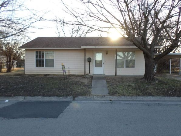 2 bed 1 bath Single Family at 108 E Nelson St Bowie, TX, 76230 is for sale at 48k - 1 of 7