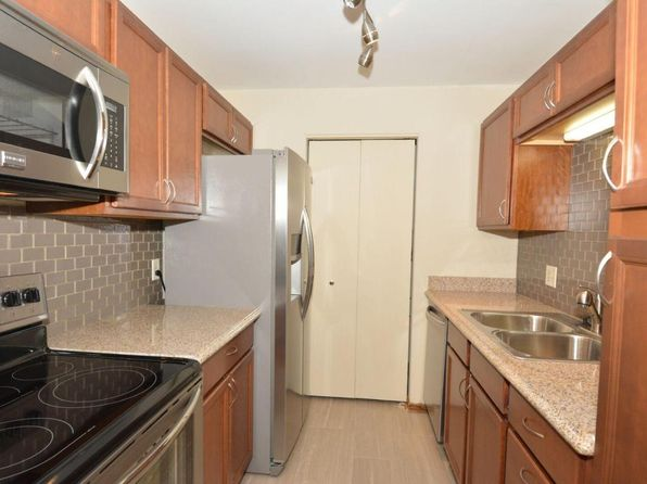 2 bed 2 bath Condo at 10400 W Whitnall Edge Ct Franklin, WI, 53132 is for sale at 85k - 1 of 20