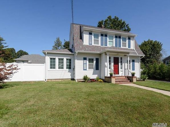 3 bed 2 bath Single Family at 263 Castle Ave Westbury, NY, 11590 is for sale at 549k - 1 of 20