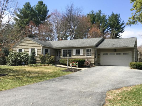 3 bed 2 bath Single Family at 7 Queensbury Pl Queensbury, NY, 12804 is for sale at 315k - 1 of 16