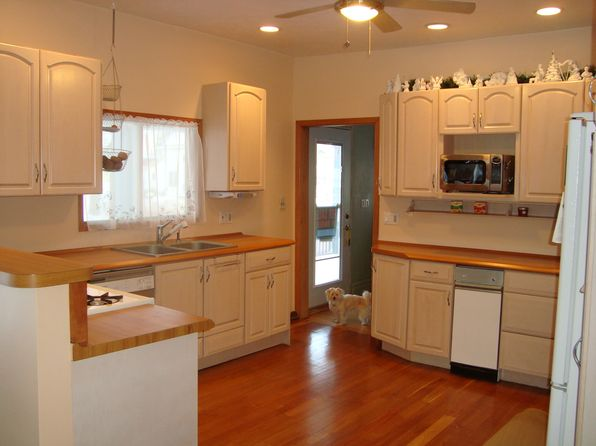 3 bed 3 bath Single Family at 132 E Onota St Munising, MI, 49862 is for sale at 143k - 1 of 17