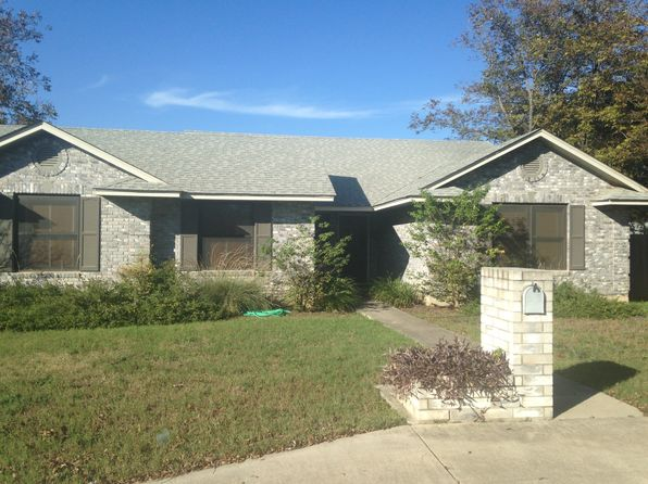 3 bed 2 bath Single Family at 1206 22nd St Hondo, TX, 78861 is for sale at 220k - 1 of 7