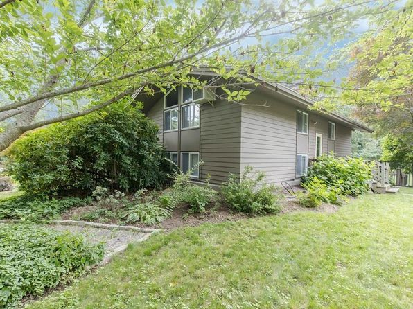 3 bed 2 bath Single Family at 4 Holly Ln Cohasset, MA, 02025 is for sale at 585k - 1 of 30