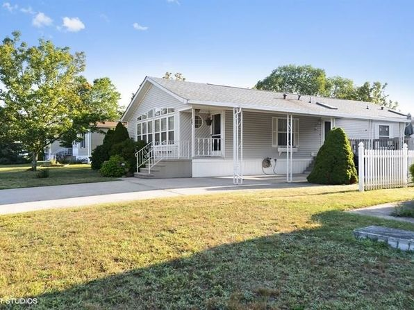 2 bed 2 bath Single Family at 17 Cranberry Run South Kingstown, RI, 02879 is for sale at 167k - 1 of 15